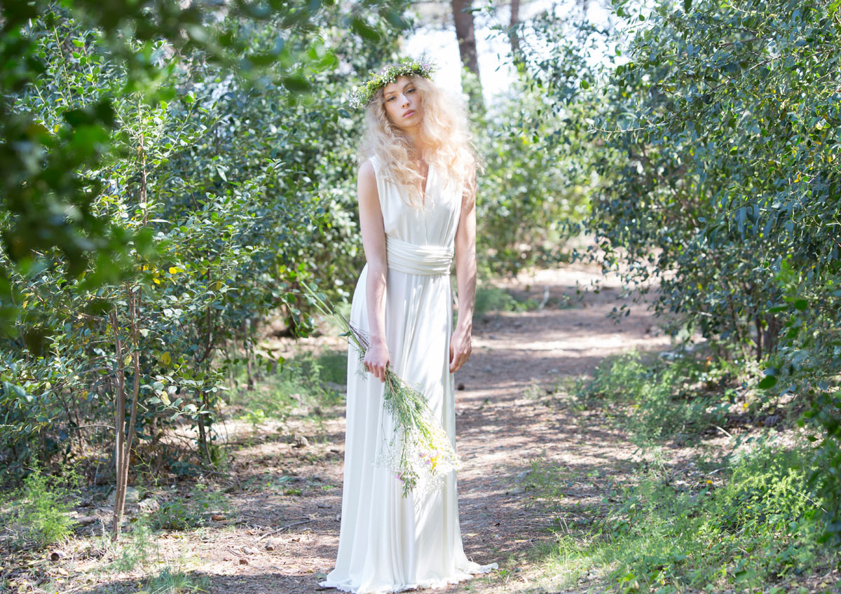 Bohemian wedding dresses for boho chic brides for Boho country wedding dress