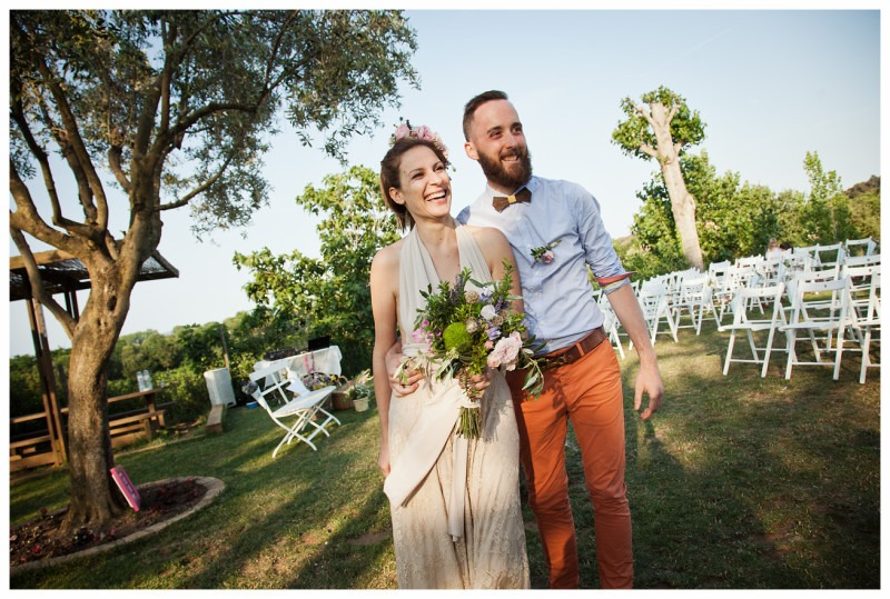 real-rustic-wedding-mimetikbcn-world-trip-happy-bride