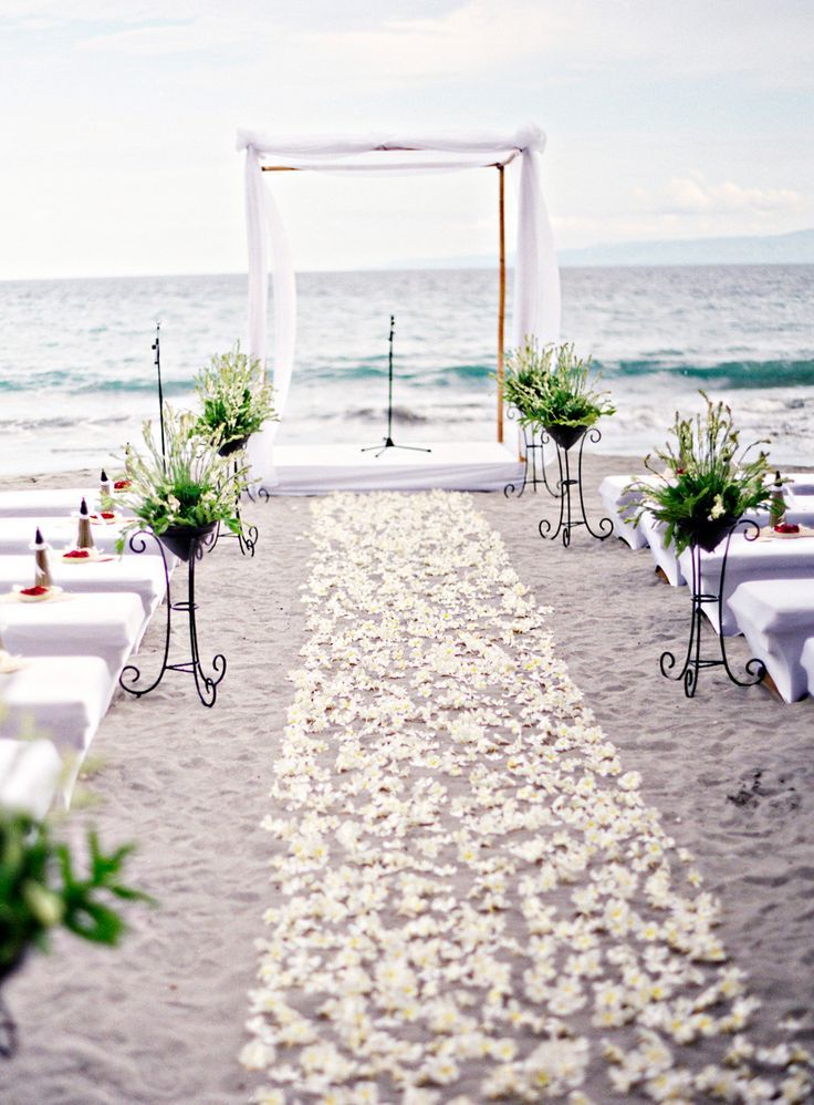 Beach-Wedding-white-flowers-Mimetik-Bcn