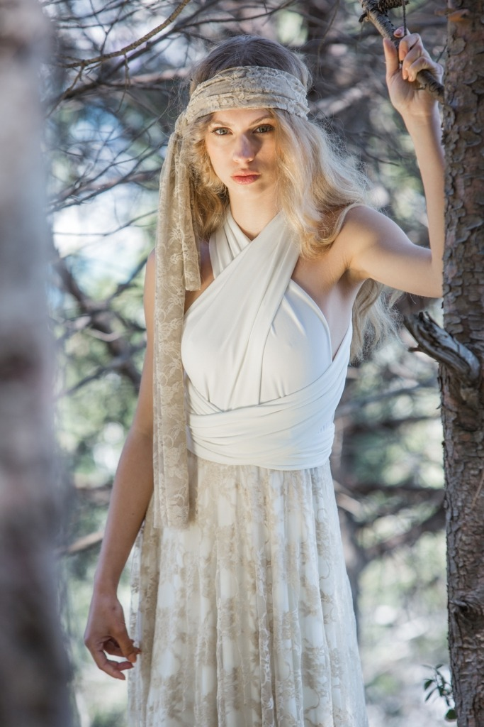 Gala-golden-bride-in-a-hurry-forest-Mimetik