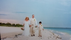 Joy-wedding-family-beach-mimetik-bcn