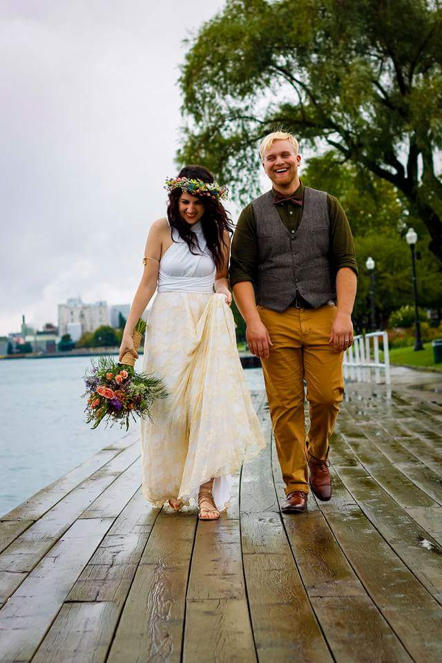 bride-and-groom-rustic-wedding-young-love