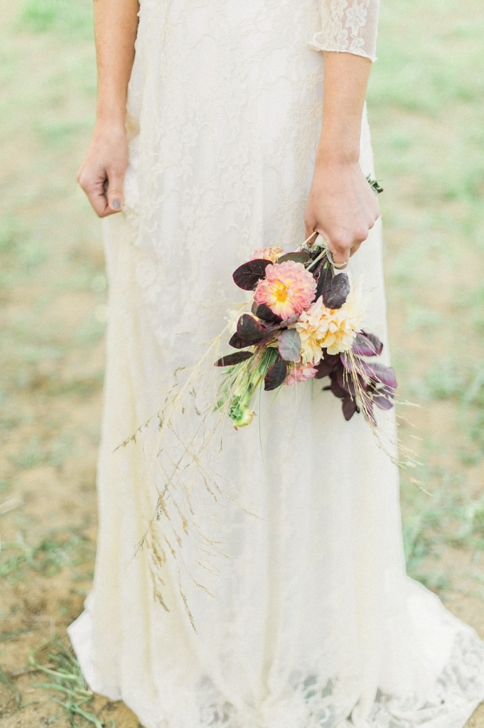 bohemian-wedding-dress-bouquet