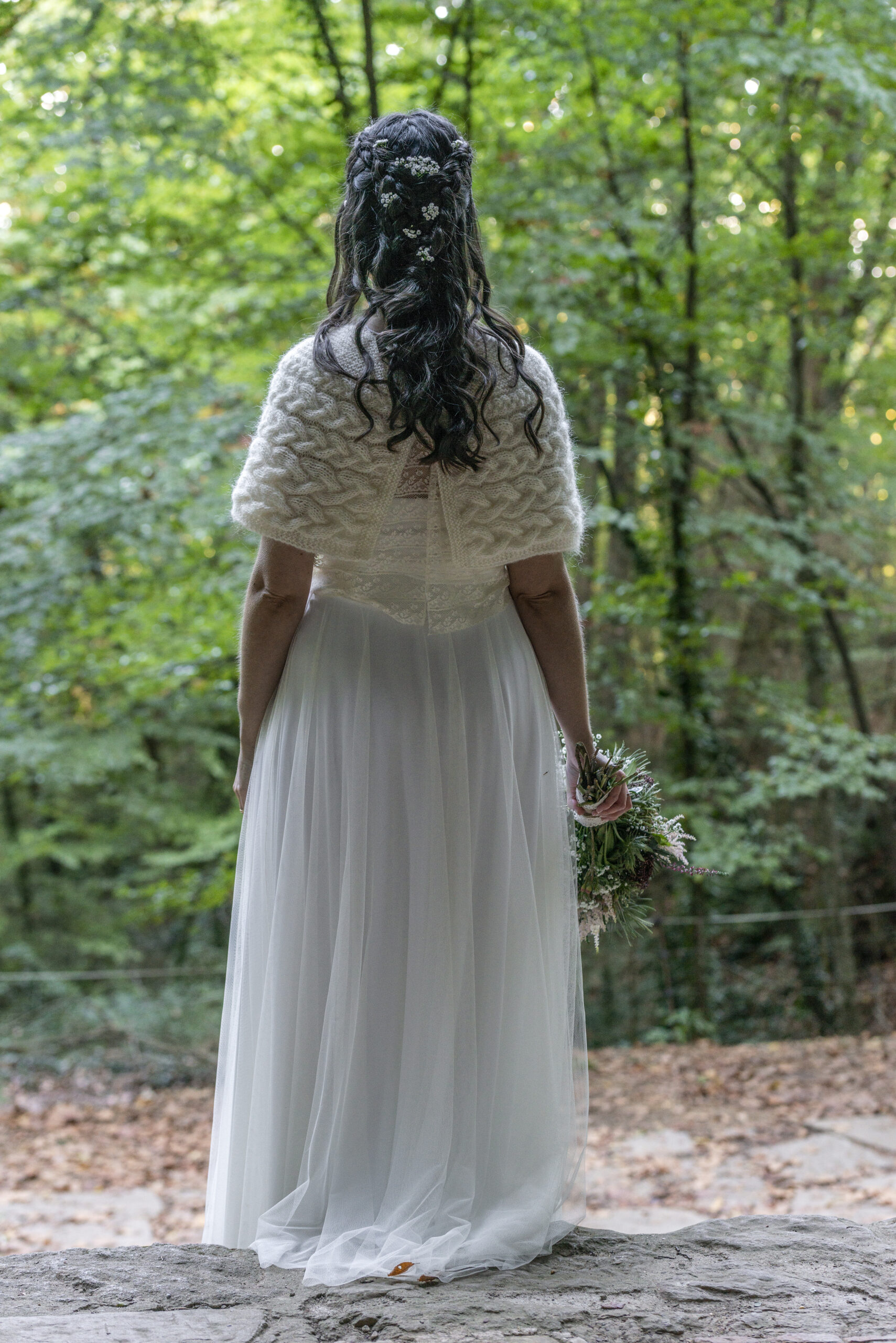 Postpone your wedding for the Covid19 and have a wedding in autumn: Mimotik dress in shawl