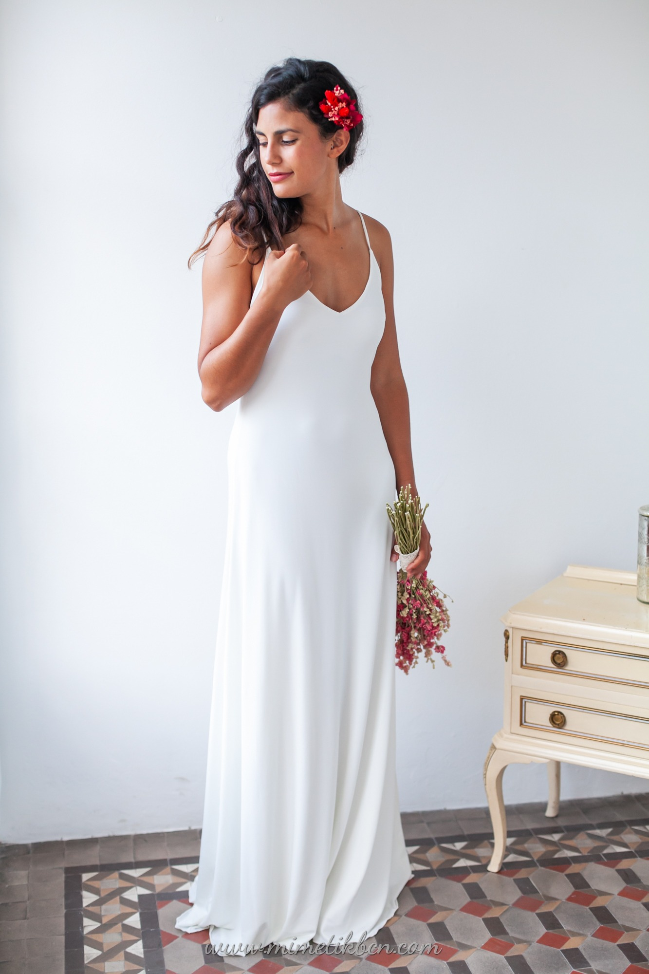 Simple yet elegant wedding dress for small wedding