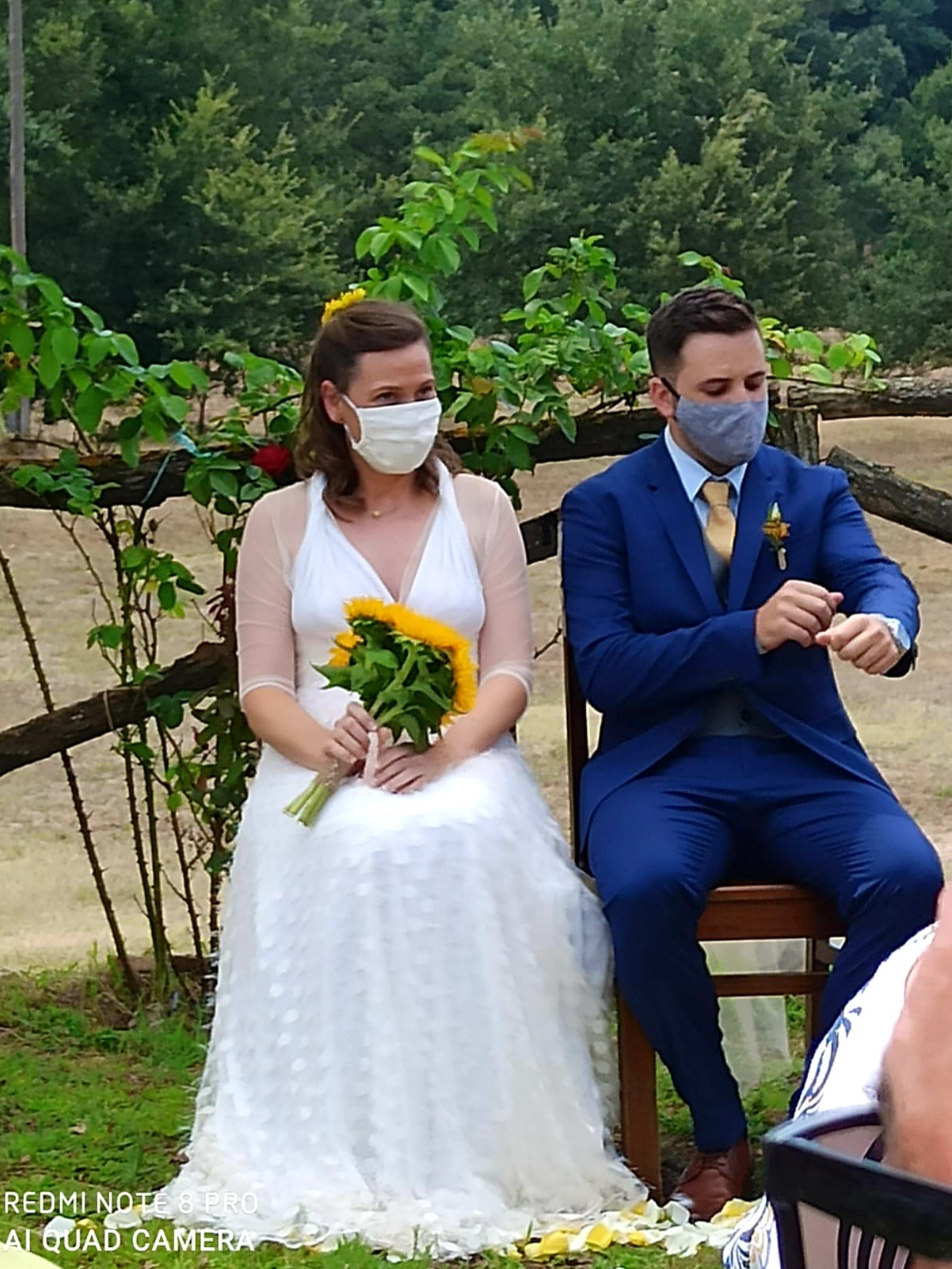 Real wedding during covid, bride wears a Mimètik's face mask